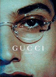 https://www.gucci.com/us/en/ca/women/womens-accessories/womens-eyewear-c-women-accessories-eyewear  Door de manier hoe gucci zijn branding doet lijkt het veel meer dan alleen een bril dat ze verkopen. Fashion en fotografie staan hoog aan