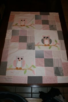 pink and grey baby quilt with owls. I got the owls ready to applique today. The back is going to be a pink, grey and white striped fabric with a light pink binding and I'm going to hand quilt butterflies or something girlie on it :-) Owl Baby Quilts, Baby Patchwork Quilt, Cot Quilt, Girls Quilts, Quilt Baby, Owl Quilt Pattern, Baby Quilt Patterns, Owl Patterns, Elephant Quilt