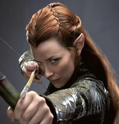 Tauriel was a Wood-elf of Mirkwood, and captain of the Elven guard of Thranduil's Woodland Realm. Tauriel is non-canonical, as she does not appear in the works of J. Tolkien, and is only in The Hobbit film trilogy. Hobbit Films, The Hobbit Movies, O Hobbit, Legolas And Tauriel, Thranduil, Gandalf, Elfa, Evangeline Lilly, Tolkien