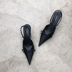 Dr Shoes, Cute Shoes, Me Too Shoes, Shoes Heels, Black Heels, High Heels, Aesthetic Shoes, Beautiful Shoes, Shoe Collection