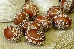 delicate flowers Easter Egg Pattern, Easter Egg Dye, Easter Peeps, Happy Easter, Egg Crafts, Easter Crafts, Holiday Crafts, Egg Shell Art, Easter Egg Designs