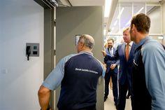 ZAANDAM - Koning Willem-Alexander heeft dinsdagochtend een gloednieuw…