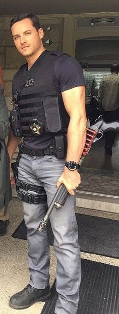Jesse Lee Soffer. Chicago PD. thigh holsters get my every. time.