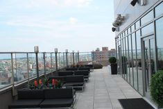 Located on the rooftop of the Aloft and Sheraton hotels in downtown Brooklyn, the Brooklyn Terrace Lounge offers partially enclosed outdoor spaces, as well as several indoor areas for more intimate gatherings. The space seats 100 or holds as many as 250 guests
