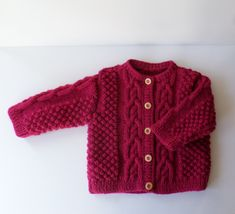 Gilet bébé 6 mois tricoté main en acrylique couleur grenat Baby Cardigan Knitting Pattern, Baby Knitting, Bebe 1 An, Gilet Rose, 3 Month Old Baby, Pull Bebe, Birth Gift, Wool Wash, Baby Vest