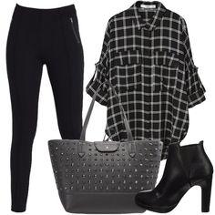 L'outfit è composto da un paio di tronchetti neri in similpelle, un paio di leggings neri a vita normale, una shopping bag grigio scuro in pelle e da una camicia.