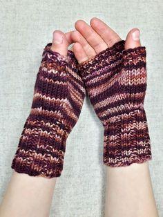 Fingerlose Handschuhe für Kinder (ca. 4-6 Jahre) Farbe: hellbraun, braun, rotbraun, handgefärbt Material; 100% Wolle (Merino) Für Ihr Kind nur das