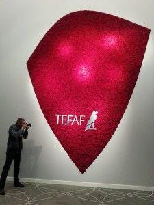 La decorazione floreale al Tefaf 2014 Anche quest'anno il Tefaf è partito bene. Anzi benissimo. L'atmosferaglamourdella serata di giovedì scorso -ad inviti- è valsa la presenza di circa diecimila persone. Quanto realisticamente fa un buona fiera italiana nel totale per tutti i giorni della
