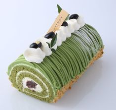 Tea bar green tea cake by Sugar and Sparrow Japanese Roll Cake, Japanese Sweets, Matcha Dessert, Matcha Cake, Swiss Roll Cakes, Log Cake, Chiffon Cake, Cafe Food, Tea Cakes