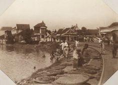 Drogen van netten in de Venusstraat te Soerabaja Ca 1920 (Collections KITLV)