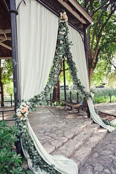 Beautiful Wedding Decor For Outdoor Ceremony Altars | Bride's Blog http://www.silverlandjewelry.com/blog/?p=7912