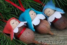 DIY Christmas Pinecone and Gumnut Elves