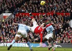 Manchester United's Wayne Rooney scored against Manchester City from an overhead kick during their English Premier League soccer match at Old Trafford in Manchester, U. Premier League Goals, Premier League Soccer, Manchester City, Manchester United, Wayne Rooney Goal, Bicycle Kick, Everton Fc, Soccer Match, English Premier League