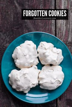 Forgotten Cookies are an easy meringue cookie with chocolate chips and nuts. No bake, no flour and always a favorite! Forgotten Cookies are an easy meringue cookie with chocolate chips Easter Cookie Recipes, Easter Cookies, Cookie Desserts, Christmas Desserts, Christmas Baking, Dessert Recipes, Christmas Cookies, Egg White Cookies, Macaroons Christmas