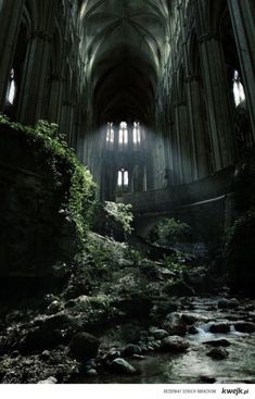 Opuszczony kościół we Francji
