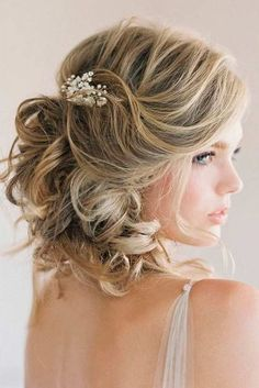 Lovely Wedding Hairstyles For Short Hair ★ See more: http://glaminati.com/wedding-hairstyles-for-short-hair/