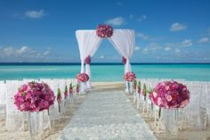 Beautiful views await you for your beach ceremony #DreamsSandsCancun