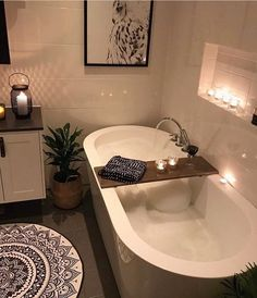 a nice deep bathtub...Great for a nice long soak...With the tap in the middle this would make it easy for two to partake at the same time.