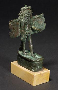 BÈS aux multiples attributs divins. Statuette. Basse Époque, 664 - 332 avant J.-C.  Sérapéum. bronze. H. : 11,10 cm. I Louvre