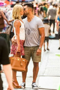 Kelly Ripa & Husband Mark Consuelos; these two are so cute