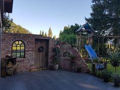 Ruine Wand als Wind und Bildschirm - Garten - Garden Deco, Garden Cottage, Wooden Fence, Garden Fencing, Farm Gardens, Decorating Blogs, Garden Planning, Planting Flowers, Garden Design