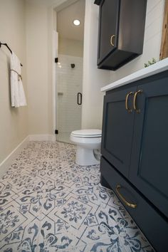 Awe-inspiring subway tile bathroom - take a peek at our piece for many more innovations! Large Bathroom Sink, Large Bathrooms, Bathroom Floor Tiles, Vintage Bathroom Tiles, Ceramic Tile Bathrooms, Vintage Tile, Brown Bathroom, Bathroom Modern, Diy Bathroom Furniture