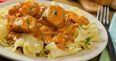 This chicken paprikash recipe is colorful and tasty and very nice served with egg-noodles. Chicken Paprikash Recipe from Grandmothers Kitchen. Best Dishes, Food Dishes, Hungarian Chicken Paprikash, Paprika Recipes, Hungarian Recipes, Hungarian Food, Chicken And Dumplings, Slow Cooker Chicken, How To Cook Pasta