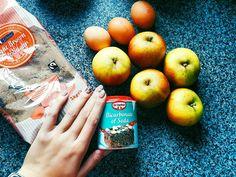 Торжественно клянусь что замышляю только шалость  #люблюготовить #madewithlove #food #yummy #delicious #eating #bonappetit #picoftheday #photooftheday #apple #beautiful #applepie #pie #готовимдома #ЕдимДома #шарлотка #яблоки #выпечка #домашняяеда #приятногоаппетита