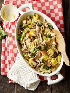 Buckwheat noodles with savoy cabbage and cheese - ESSEN & TRINKEN