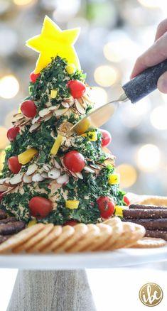 A Festive Christmas Tree Cheese Ball Appetizer Recipe - Weihnachten Best Christmas Appetizers, Christmas Cheese, Christmas Party Food, Christmas Brunch, Xmas Food, Noel Christmas, Appetizers For Party, Christmas Desserts, Christmas Baking
