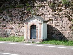 Il Capitello Morassuti dedicato a Sant'Antonio Lago di Santa Croce Belluno Dolomiti Veneto Italia by Adriano Bee da pag FB Belluno e la sua storia