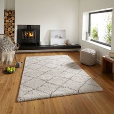 The Royal Nomadic Shaggy Rug is one of our softest machine made rugs. Produced using treated yarn and incorporating a trendy two tone diamond design. House Interior, Buying Rugs Online, Rugs, Home, Modern Rugs, Light Grey Rug, Grey Rugs, Home Decor, Machine Made Rugs