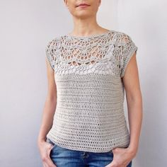 Crochet Blusas Design Pearl shell top - Pattern is written in US crochet terms. See more See less Pull Crochet, Gilet Crochet, Crochet Sheep, Crochet Blouse, Knit Crochet, Crochet Tops, Easy Crochet, Crochet Womens Tops, Crochet With Cotton Yarn