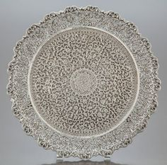 68016: AN INDIAN SILVER RETICULATED FOOTED TRAY Circa : Lot 68016