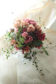 クラッチブーケ 水戸芸術館様へ 秋色のバラのブーケ : 一会 ウエディングの花