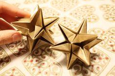 DIY origamistar Christmas Star, Christmas Paper, Winter Christmas, Christmas Crafts, Christmas Decorations, Xmas, Diy And Crafts, Paper Crafts, Star Diy