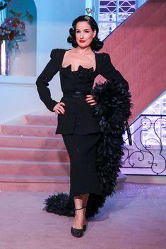 Ulyana Sergeenko Spring Summer 2020 Haute Couture fashion show at Paris Couture Week (January Dita Von Teese Wedding, Dita Von Teese Style, Dita Von Teese Show, Dita Von Teese Burlesque, Couture Week, Haute Couture Fashion, Vogue, Live Fashion, Fashion Show