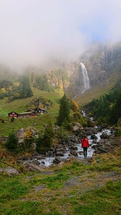 Breathtaking Swiss postcard landscape with waterfall, mountain panorama, typical wooden houses and a beautiful chapel. Places In Switzerland, Switzerland Vacation, Hidden Places, Secret Places, Hiking Tours, One Day Trip, Laundry Hacks, Mountain Landscape, Travel Advice