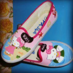 ee86d52ce6 Sepatu Lukis Hello Kitty Pink beach ver.2...  paintingshoes  sepatulukis   canvashionshop.
