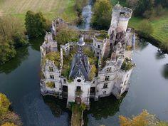 An abandoned castle : pics