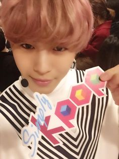 "Simplykpop twitter update 12/3/2015 (Trans) -----Our mischievous HongBin! Check out his stage on Simply K-pop on Friday at 1 o'clock~ Look forward to ""Love Equation"" guys!"