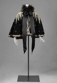 1900, the Netherlands - Cape - Silk, ostrich feathers, silk velvet
