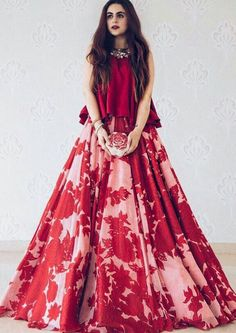 50 Modern Indian Wedding Dress And Wedding Gown Ideas - VIs-Wed Lehenga Choli, Lehnga Dress, Red Lehenga, Lehenga Designs, Indian Gowns Dresses, Pakistani Dresses, Manish Malhotra Dresses, Manish Malhotra Bridal, Indian Designer Outfits