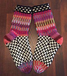 Fair Isle Knitting, Knitting Socks, Knitting Projects, Knitting Patterns, Wool Socks, Colorful Socks, Sock Yarn, Hand Dyed Yarn, Knitted Bags