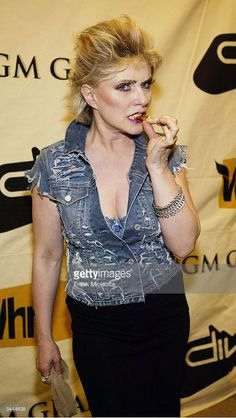 Singer Debbie Harry of 'Blondie'poses backstage at the 7th Annual VH1 'Divas' Concert Benefiting The Save The Music Foundation at the MGM Grand Garden Arena, April 18, 2004 in Las Vegas, Nevada.