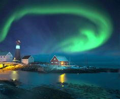 Image : Northern lights over a lighthouse in winter. (© RelaxFoto.de/Getty Images)
