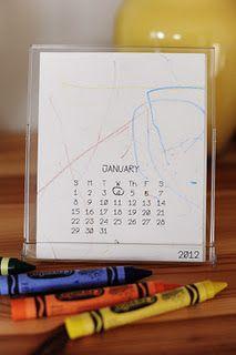 Print een blanco kalenderblaadje en laat deze inkleuren door je kind. Stop dit dan in zo'n doorzichtige fotolijst, te koop bij de Action | print out a blank calendar and let child scribble on the first page.| #zelf #kalender #maken