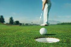If you are suffering from severe knee pain on the golf course, consider having this conversation with your orthopedic surgeon and see if you are eligible for a knee replacement. Golf R, Play Golf, Golf Cart Bodies, Golf Pictures, Golf Putting Tips, Languedoc Roussillon, Putt Putt, Knee Pain, Mens Golf