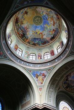 Im Inneren der Basilika zu Eger, Ungarn
