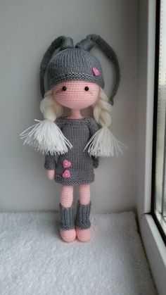 Crochet doll with knitted clothes and plaits. Beau Crochet, Crochet Mignon, Cute Crochet, Beautiful Crochet, Crochet Crafts, Beautiful Dolls, Crochet Baby, Crochet Projects, Knit Crochet